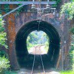 電化区間のちっちゃいトンネル